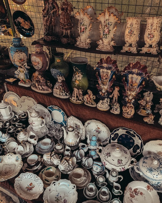 Dry Bridge Flea Market Tbilisi porcellane